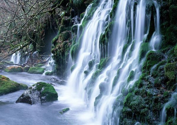 Waterfalls-mountains-and-waterfalls-8243318-2560-1817
